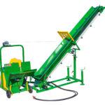 Log splitter connected to tractor Eco 99 C