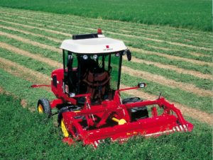 Semi-propelled mower-conditioner for cutting green fodder or similar products. Fitted with a 140 HP engine and a 3.10 m cutter bar with conditioner