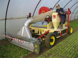 Trimmer for vegetables – Self-propelled trimmer with vacuum system to collect remnants and leaves that stay on the ground after harvesting; it can be used in greenhouses and in fields. Available with 50 HP to 80 HP engines and a minimum working width of 1.40 m to a maximum of 1.90 m.