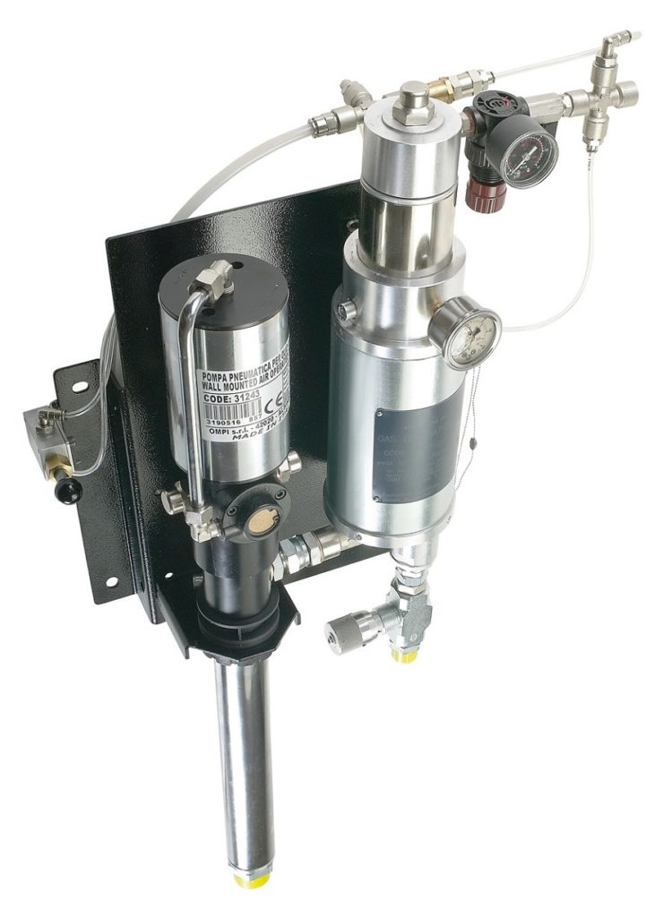 ART. 33200 KIT Double-action air-operated pumps for barrels and wall-mounted stations, equipped with automatic blow-out system for any air found in the oil distribution circuit and pump-stop when the barrel is empty, certified compliant with OIML R117-1; can be used for approved transactions.