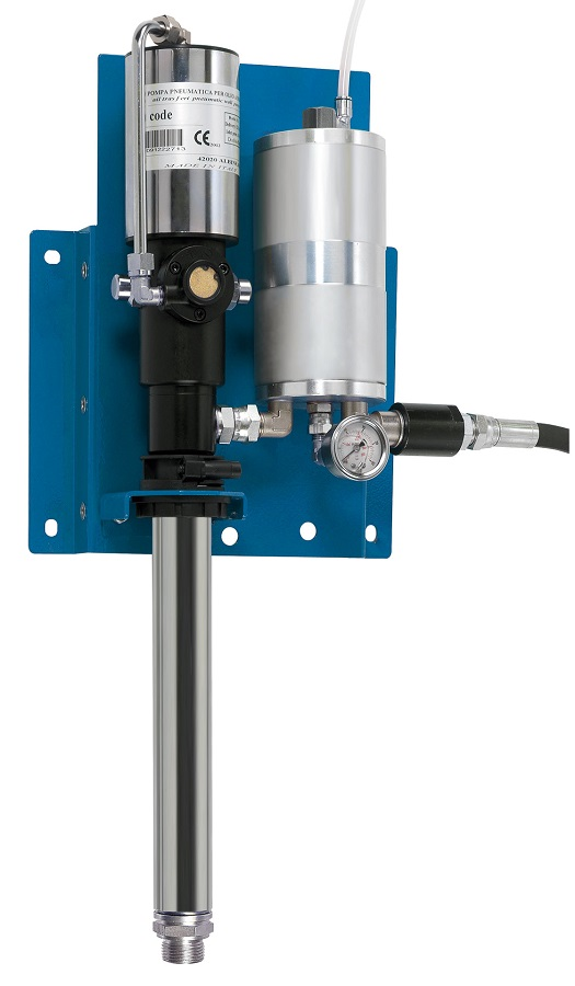 ART. 33300 KIT Double-action air-operated pumps for barrels and wall-mounted stations, equipped with automatic blow-out system for any air found in the oil distribution circuit (without automatic pump shutdown), certified compliant with OIML R117-1.